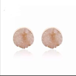 Anthro round quartz druzy taupe earrings